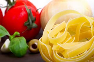 Mezcla Colorida de Pasta y Verduras